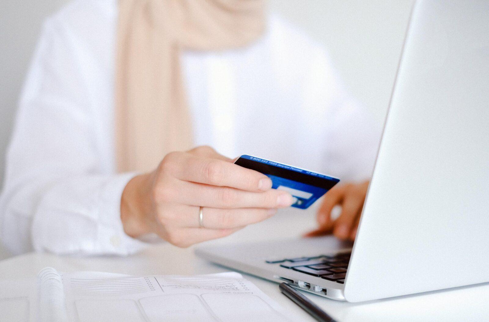 Descubra 13 segredos para poupar dinheiro nas compras online 1